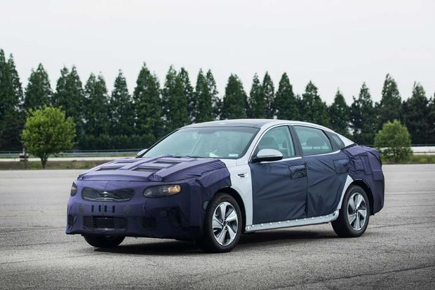 Kia Optima Hybrid and Plug-In Hybrid: First Drive Review featured image large thumb0