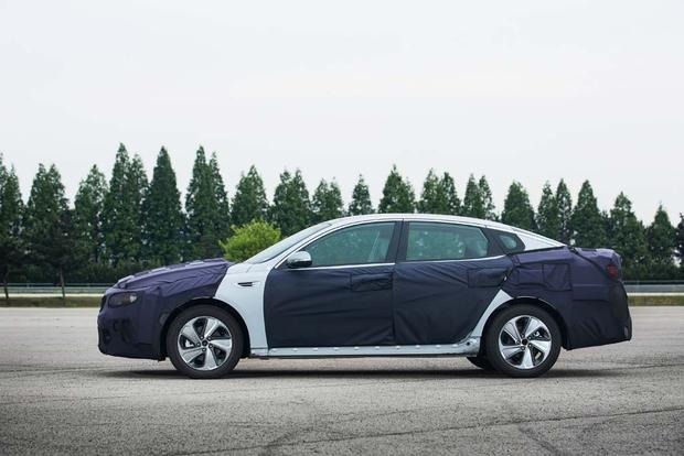 Kia Optima Hybrid and Plug-In Hybrid: First Drive Review featured image large thumb1