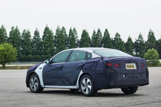 Kia Optima Hybrid and Plug-In Hybrid: First Drive Review featured image large thumb2