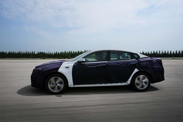 Kia Optima Hybrid and Plug-In Hybrid: First Drive Review featured image large thumb4