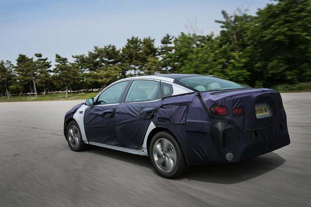 Kia Optima Hybrid and Plug-In Hybrid: First Drive Review featured image large thumb5