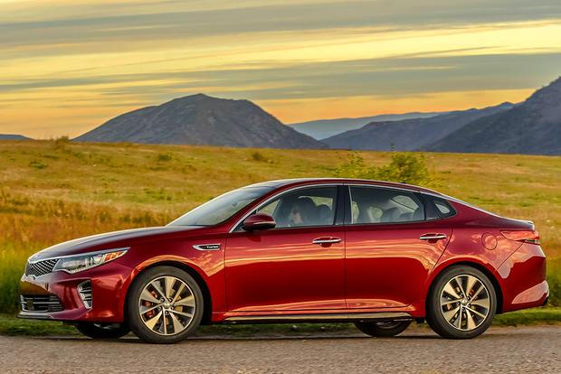 2016 Kia Optima vs. 2016 Toyota Camry: Which Is Better? featured image large thumb9