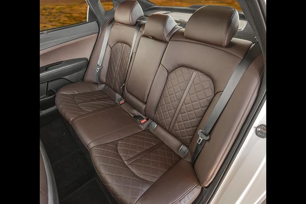 2018 Kia Optima: New Car Review featured image large thumb6