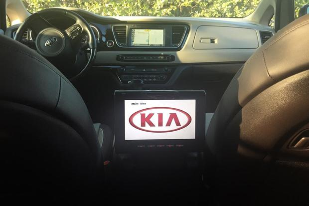 2015 Kia Sedona: In-Car Entertainment featured image large thumb0
