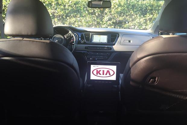 2015 Kia Sedona: In-Car Entertainment featured image large thumb2