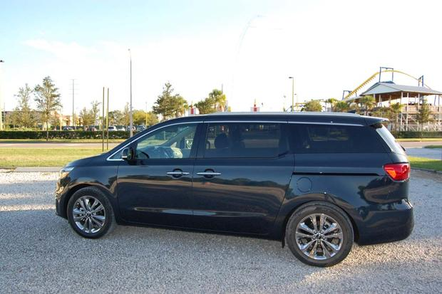 2015 Kia Sedona: Little Conveniences featured image large thumb3
