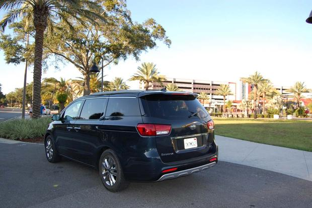 2015 Kia Sedona: Little Conveniences featured image large thumb6