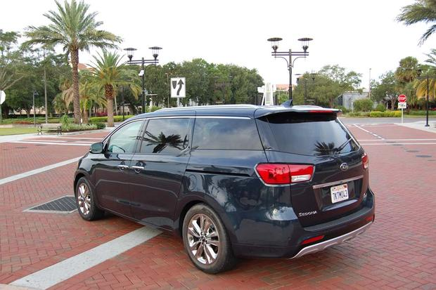 2015 Kia Sedona: Rain, Rain, Go Away featured image large thumb1