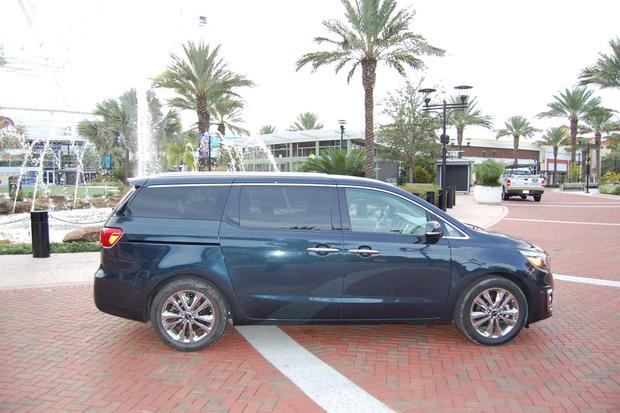 2015 Kia Sedona: Rain, Rain, Go Away featured image large thumb2