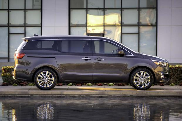 2016 Kia Sedona vs. 2016 Toyota Sienna: Which Is Better? featured image large thumb3