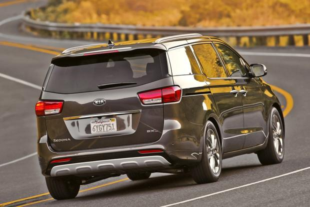 2016 Kia Sedona vs. 2016 Toyota Sienna: Which Is Better? featured image large thumb5