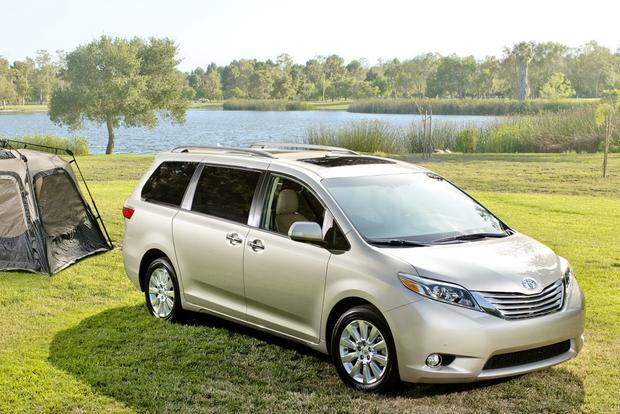 2016 kia sedona vs 2016 toyota sienna which is better autotrader. Black Bedroom Furniture Sets. Home Design Ideas