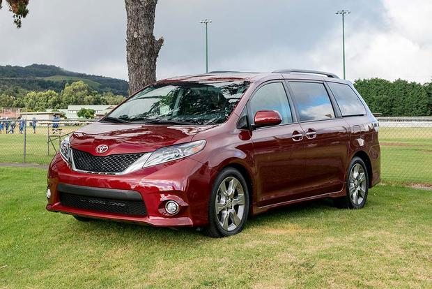 2016 Kia Sedona vs. 2016 Toyota Sienna: Which Is Better? featured image large thumb2