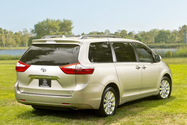 2016 Kia Sedona vs. 2016 Toyota Sienna: Which Is Better? featured image large thumb6