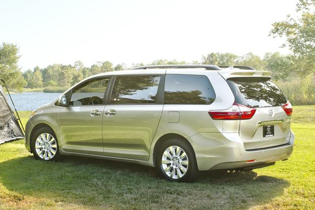 2016 Kia Sedona vs. 2016 Toyota Sienna: Which Is Better? featured image large thumb10