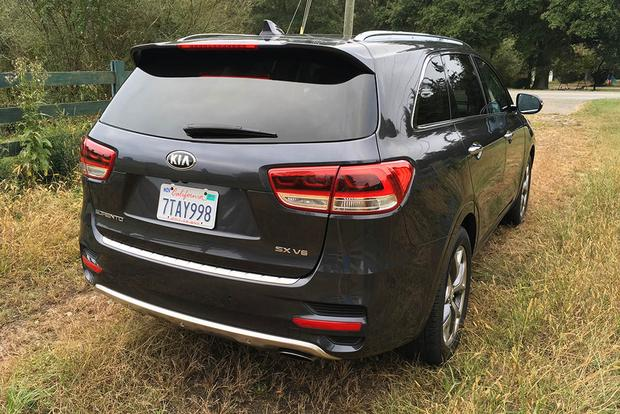 2017 Kia Sorento: 4 Points featured image large thumb5