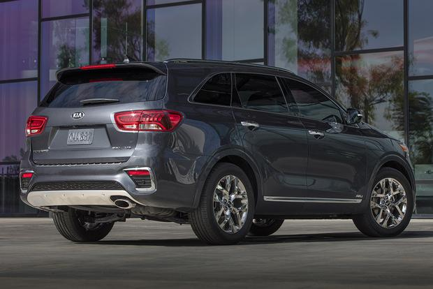 2018 vs. 2019 Kia Sorento: What's the Difference? featured image large thumb10