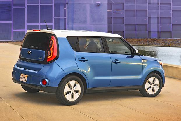 2016 Kia Soul EV: New Car Review featured image large thumb3