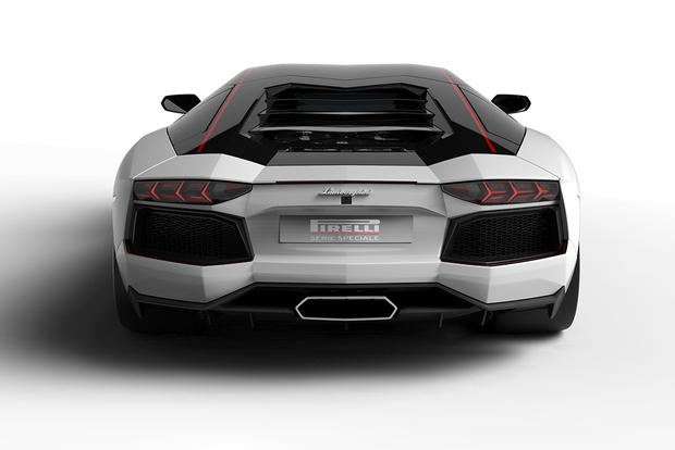 2015 Lamborghini Aventador: Overview featured image large thumb5