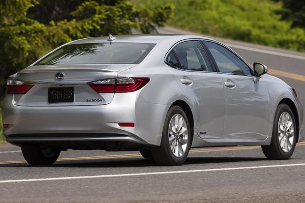2013 Lexus ES 300h: Real World Test featured image large thumb1