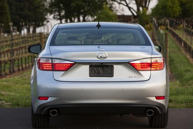 2013 Lexus ES 350: Used Car Review featured image large thumb3