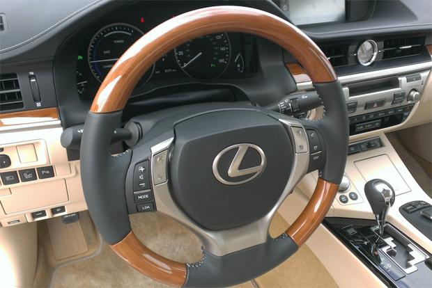 2014 Lexus ES 300h: Real World Review Featured Image Large Thumb4
