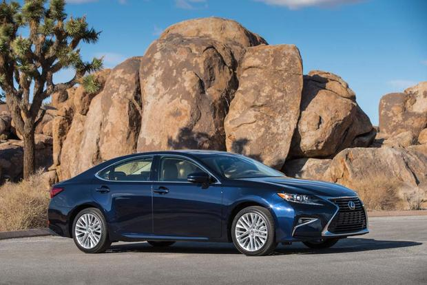 2016 Lexus ES: New Car Review featured image large thumb7