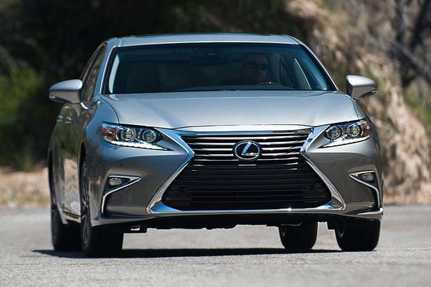2017 Lexus ES: New Car Review featured image large thumb0