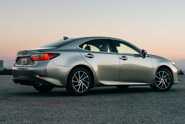 2017 Lexus ES: New Car Review featured image large thumb3