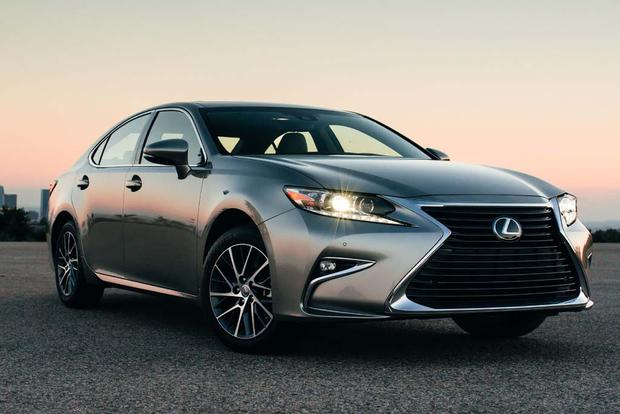 2017 Lexus ES: New Car Review featured image large thumb1
