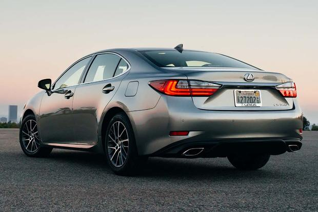 2018 Lexus ES: New Car Review featured image large thumb1