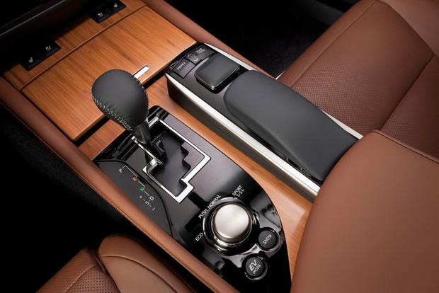2013 Lexus GS 450h: Real World Review featured image large thumb14