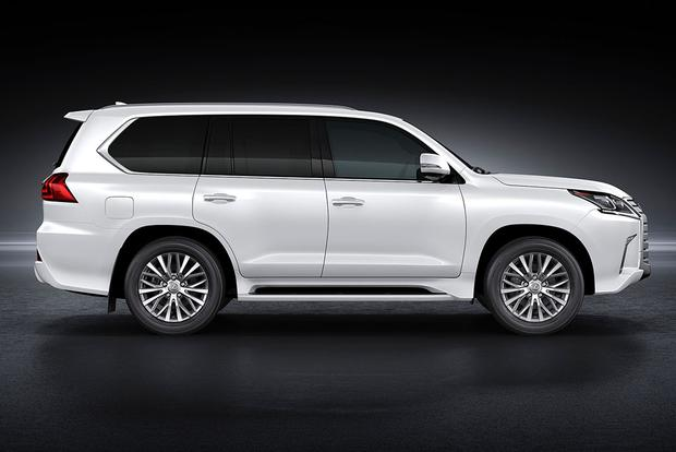 2006 Lexus LX 470 vs. 2016 Lexus LX 570: Is Newer Always Better? featured image large thumb8