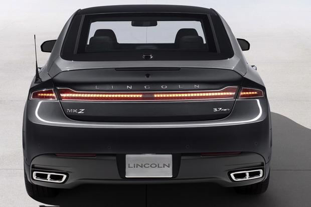 2013 Lincoln MKZ: New Car Review featured image large thumb1