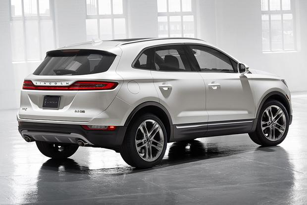 2015 Lincoln MKC vs. 2015 Ford Escape: What's the Difference? featured image large thumb5