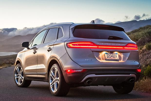 2015 Lincoln MKC vs. 2015 Lexus NX: Which Is Better? featured image large thumb9