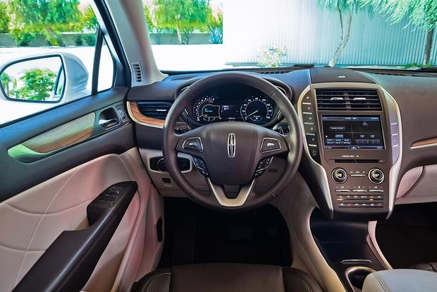 2016 Lincoln MKC vs. 2016 Lincoln MKX: What's the Difference? featured image large thumb1
