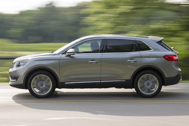 2016 Lincoln MKC vs. 2016 Lincoln MKX: What's the Difference? featured image large thumb4