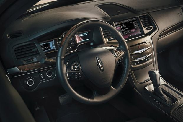 2014 Lincoln MKS: New Car Review featured image large thumb1