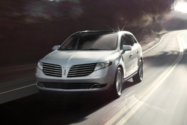 2018 Lincoln MKT: New Car Review featured image large thumb1