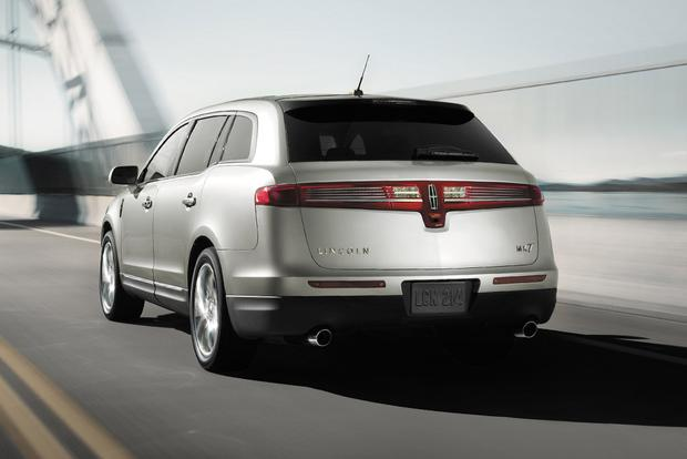 2018 Lincoln MKT: New Car Review featured image large thumb2