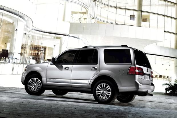 2014 Lincoln Navigator: New Car Review featured image large thumb1