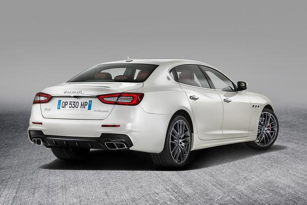 2017 Maserati Quattroporte: Overview featured image large thumb3