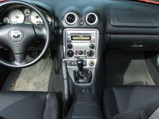 2005 Mazda Mx-5 Miata: Image Gallery featured image large thumb7
