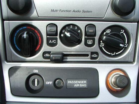 2005 Mazda Mx-5 Miata: Image Gallery featured image large thumb12