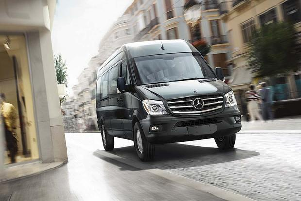 2016 Mercedes-Benz Metris vs. 2016 Mercedes-Benz Sprinter: What's the Difference? featured image large thumb0