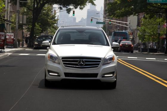 2012 Mercedes-Benz R-Class: New Car Review featured image large thumb2