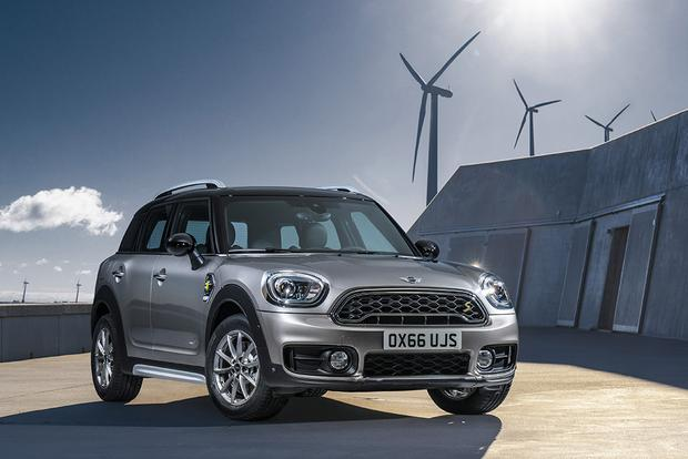 2017 Mini Countryman vs. 2017 Mini Clubman: What's the Difference? featured image large thumb1