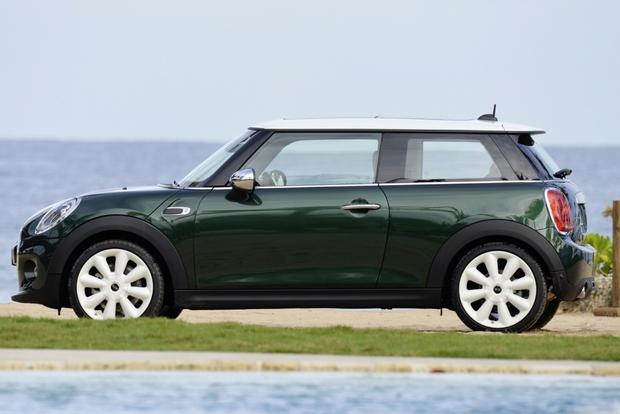 2015 Mini Cooper Hardtop: New Car Review featured image large thumb3