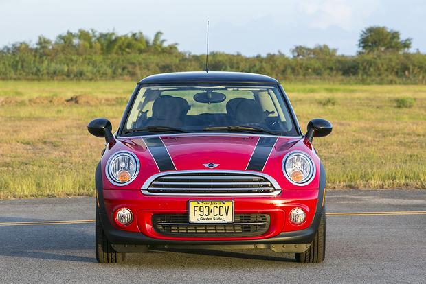 2013 vs. 2014 Mini Cooper Hardtop: What's the Difference? featured image large thumb2